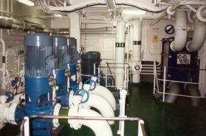 Kühlwasserpumpen auf einem Schiff